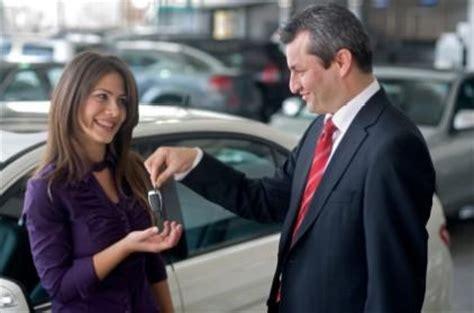 tips  women buying  cars lovetoknow