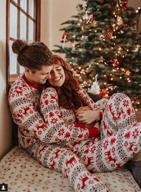 This is the only list of hobbies for couples that you'll need! 31 Very Merry Christmas Photo Ideas for Couples - Today We ...