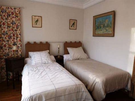 chambre à coucher simple déco chambre avec 2 lits simples