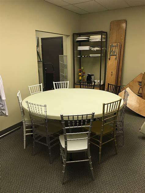 how many chairs fit around a 60 round table how many chiavari chairs can you put around a 72 inch