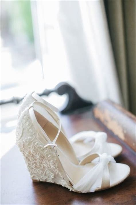 top  dazzling bridal shoes   fall  love deer