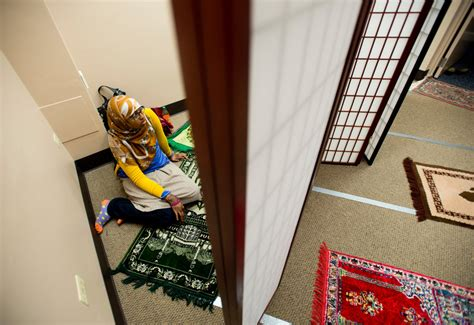 muslims enroll  catholic colleges  growing numbers