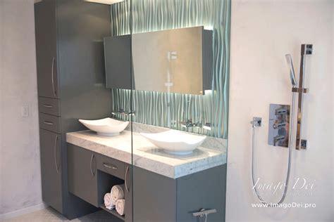 Master Bath Waterproof Veneer Plaster & Metallic Tile
