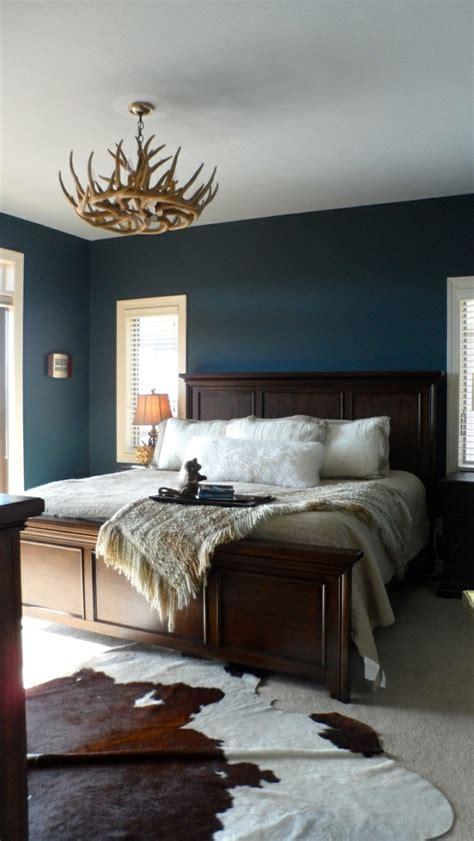 chambre a coucher de style baroque mur en bleu foncé