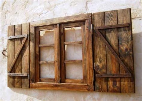 ventana  contraventanas oscura  postigos madera  hierro  mano  encanta  list