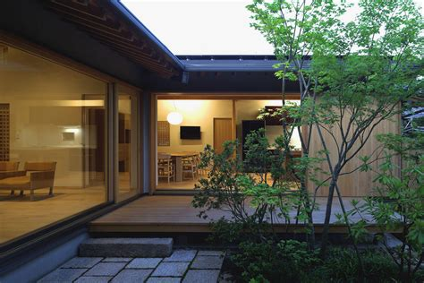Modernes Japanisches Haus by Timber Framed Japanese House Built Around Gardens