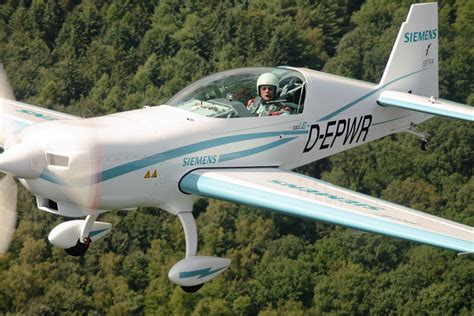 Electric Plane Motor by Successful Test Flight Of The New 260 Kw Siemens Electric