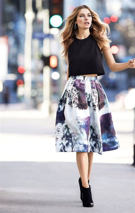 16 Trendy Midi Skirts Outfits 2018 | FashionGum.com