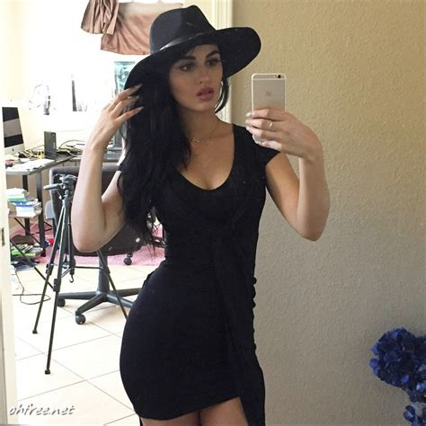 twitch girl and youtuber alia shelesh aka sssniperwolf nude photos leaked