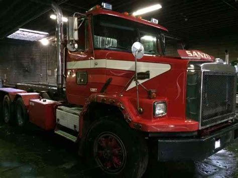 autocar volvo acl   heavy duty trucks