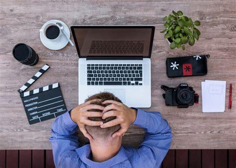 Pētījums: Stresa un pārslodzes dēļ cilvēki saskaras ar ...