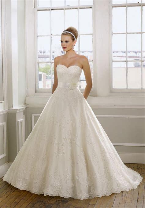 sweetheart strapless lace wedding dress
