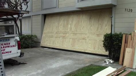 Find Out Ideal Material For 16×7 Garage Door