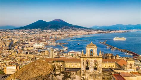 Gli straordinari misteri della città di Napoli in 10 foto | SiViaggia
