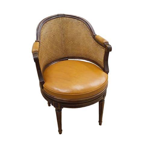 fauteuil de bureau louis xvi fauteuil de bureau tournant d 39 époque louis xvi estillé