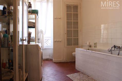 cuisine verriere interieure tomettes rouges et carreaux blancs c0703 mires