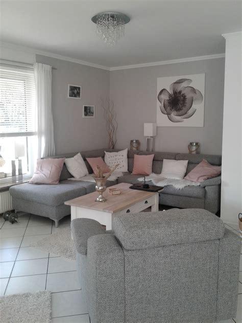 Wohnzimmer Grau Weiß by Wohnzimmer In Grau Wei 223 Und Farbtupfer In Matt Rosa