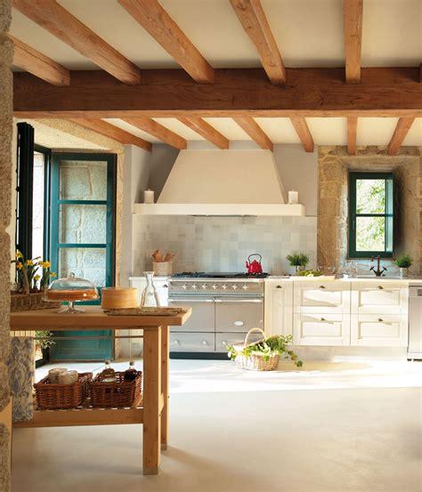 una casa rustica  vigas de madera