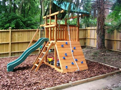 Nice Look Swing Set For Small Backyard