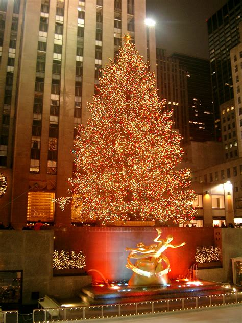 when is the christmas tree lighting nyc file rockefeller center christmas tree jpg wikimedia commons