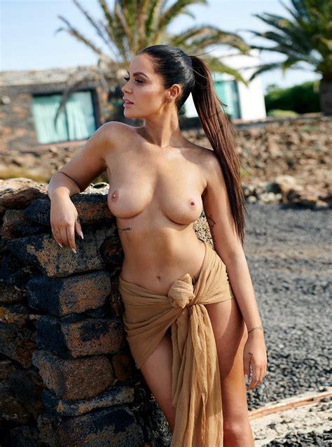 Promi Big Brother Star Janine Pink Nude Photos