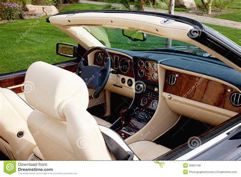 interieur de voiture de luxe vue en gros plan de l int 233 rieur de la voiture de luxe avec le tableau de bord de pointe