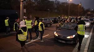 Blocage 17 Novembre Paris : direct les gilets jaunes ont d but les blocages contre la hausse des prix des carburants ~ Medecine-chirurgie-esthetiques.com Avis de Voitures