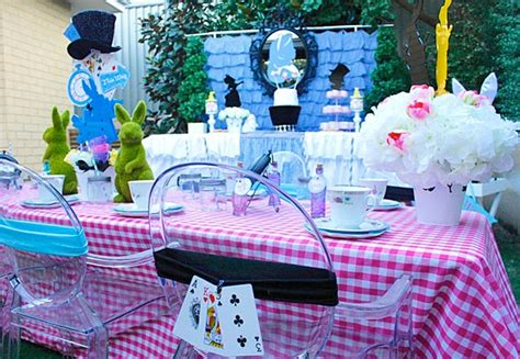 alice and wonderland table decorations alice in wonderland birthday party ideas jellyfish prints