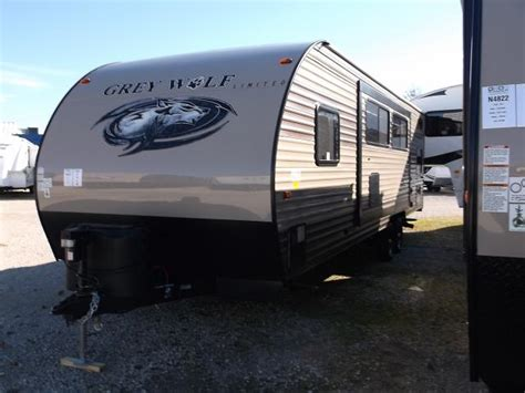 2017 grey wolf 26dbh travel trailer with double bunk beds