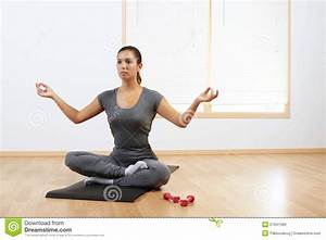 Yoga At Home : woman doing yoga at home royalty free stock images image 21641389 ~ Orissabook.com Haus und Dekorationen