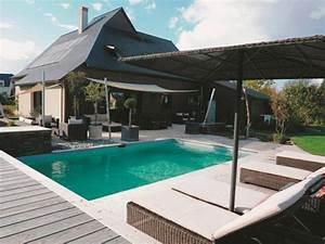 un ensemble terrasse et piscine integre au paysage With mobilier de piscine design 1 exotique paysage