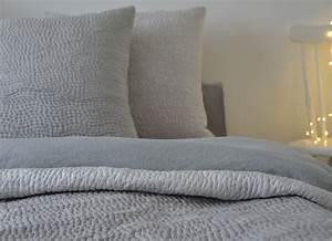Couvre Lit Velours : couvre lit boutis matelass gris clair en soie my way cr ation ~ Teatrodelosmanantiales.com Idées de Décoration