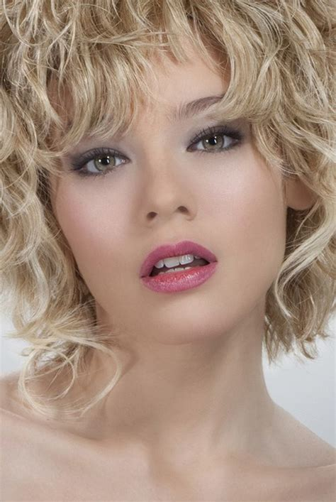 25 very short natural curly hairstyles for girls