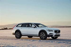 Volvo V90 Cross Country : 2017 volvo v90 cross country t6 awd first drive review v90 is latest to get cross country ~ Medecine-chirurgie-esthetiques.com Avis de Voitures