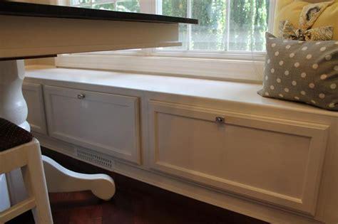 banquette     single upper cabinets
