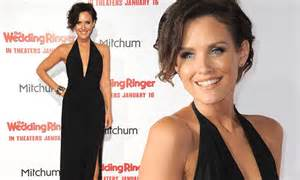 nicky whelan shows off cleavage at the wedding ringer premiere daily mail online