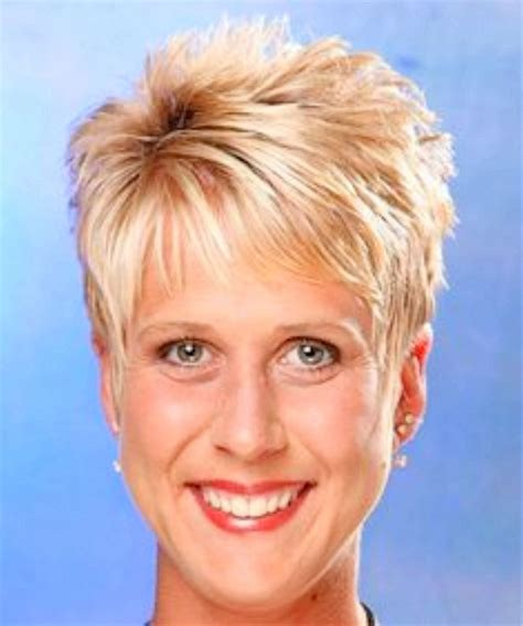 Pixie Hairstyles For 60 by Haircuts For Thick Hair 60 Wavy Haircut