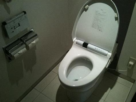 Japanese Toiletbidet, Wirelessly Controlled, Lid Will