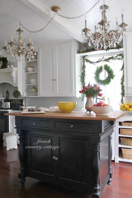 hartville country kitchen 25 best ideas about cottage kitchens on 1585