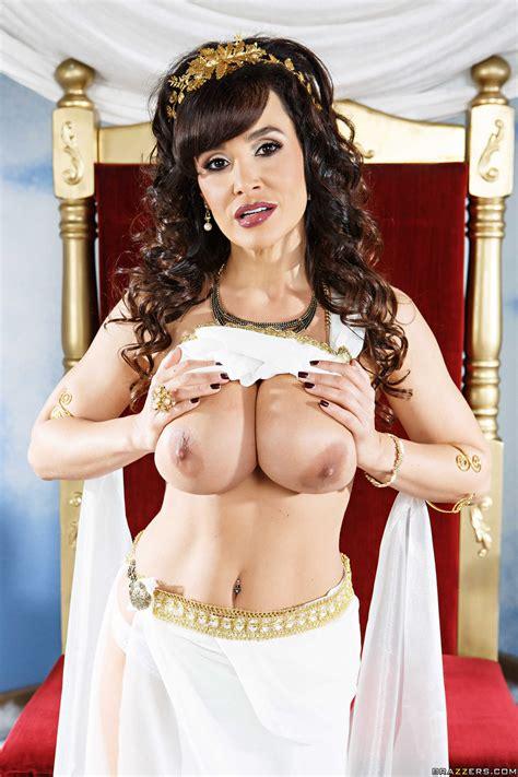 Goddess Of Sex Shares Her Cunt With Mere Mortals Photos Lisa Ann Mick Blue MILF Fox