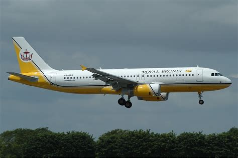 File:Royal Brunei Airlines Airbus A320 TTT.jpg - Wikimedia ...