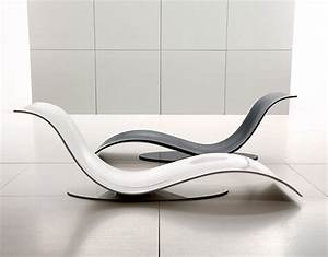 Stylish and Minimalist Lounge Chair in Wavy Form – Eli Fly