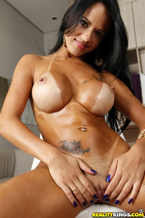Brazilian Babe Liandra Andrade Playing With Big Breasts In