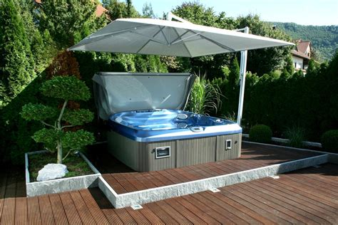 Whirlpool Garten Beheizt by Eingebauter Outdoorwhirlpool In Der Terrasse Mit Sichtschutz