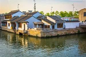 Bilder Schöne Häuser : sch ne chinesische alte h user landschaft mit einem fluss ~ Lizthompson.info Haus und Dekorationen
