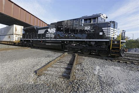 norfolk southerns profit    fends  cp rail