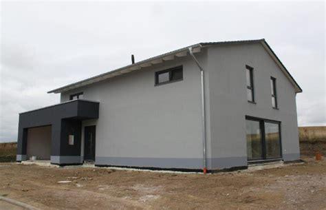 Haus Mit Doppelgarage by Haus Mit Doppelgarage Und Balkonen Ytong Bausatzhaus