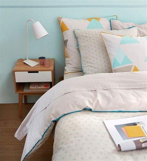 aureole jaune sur linge blanc parure de lit mon top 15 pour une chambre cocon minty