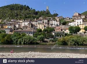 La France  L U0026 39 H U00e9rault  Roquebrun  Le Village Et Le Fleuve Orb Banque D U0026 39 Images  Photo Stock