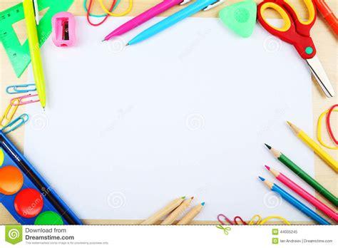 fournitures scolaires fond avec lespace de copie image stock image du etudier craie
